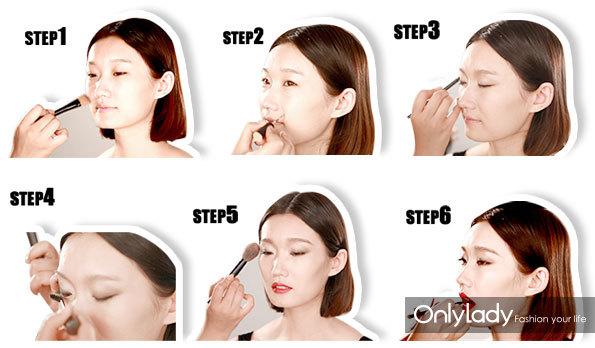 YSL中性妆打造步骤 打造步骤 Step1:选取与模特肤色相近的粉底液,用粉底帅蘸取全脸涂抹均匀。 Step2:用眼线笔沿着眼部线条进行勾勒,眼角处拉长,再用眼线液笔填充睫毛根部。 Step3:选取珠光紫色眼影在上眼睑进行晕染,选取孔雀绿色眼影沿着眼线线条勾画。 Step4:将睫毛夹翘,并用睫毛膏将上下睫毛分别刷长、刷翘。 Step5:用眉刷梳理眉毛,再用深咖色眉笔打造中性一字粗眉。 Step6:最后用唇刷将唇釉涂抹于双唇之上。