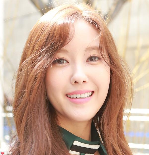 2017年3月29日,韩国首尔,众星助阵首尔2017秋冬时装周YCH专场秀。Tara朴孝敏(Park Hyo Min)