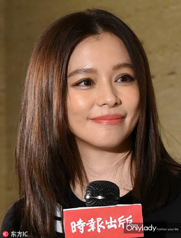2016年10月30日,台北,徐若瑄出席新书签售会。