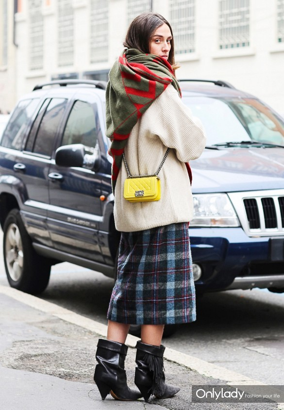 printed-scarf-silk-scarf-oversized-sweater-and-skirts-plaid-midi-skirt-boots-and-skirts-mini-yellow-bag-via-lee-oliveira