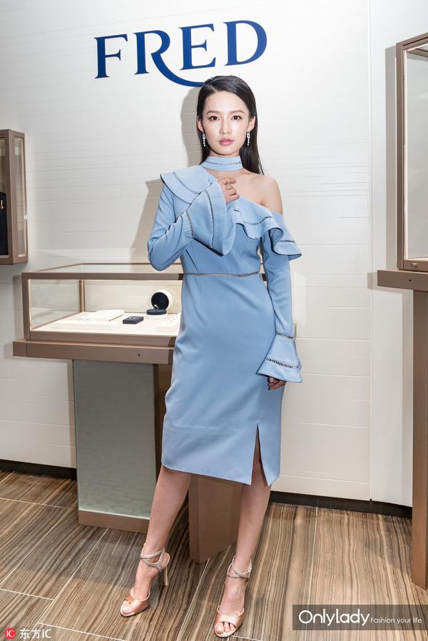 2017年6月30日,上海,李沁出席FRED珠宝品牌新店开幕式。