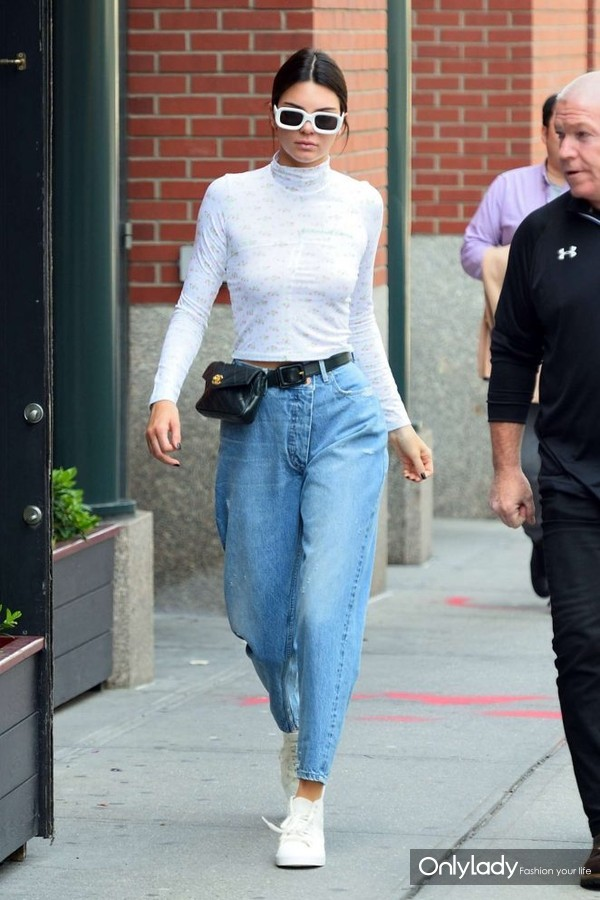 Kendall-Jenner-our-in-NYC--05-662x993