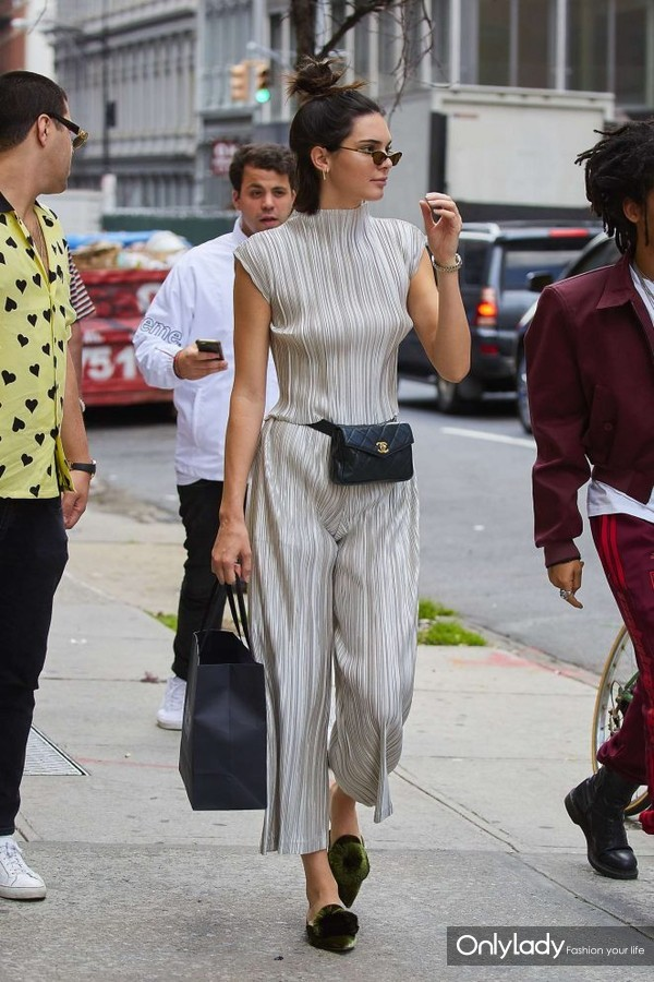 Kendall-Jenner--Out-in-Manhattan--12-662x993