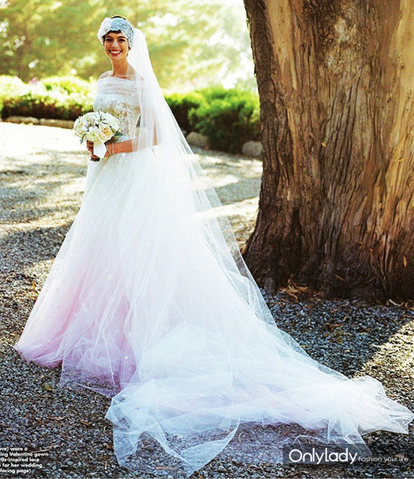 Anne-Hathaway-Wedding-Valentino-November-2012-BellaNaija013