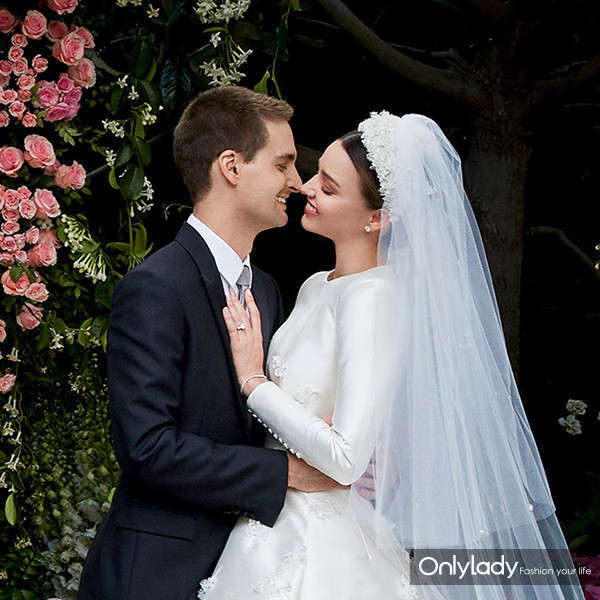 600x600-170716122411-600-miranda-kerr-evan-speigel-wedding-vogue-071617