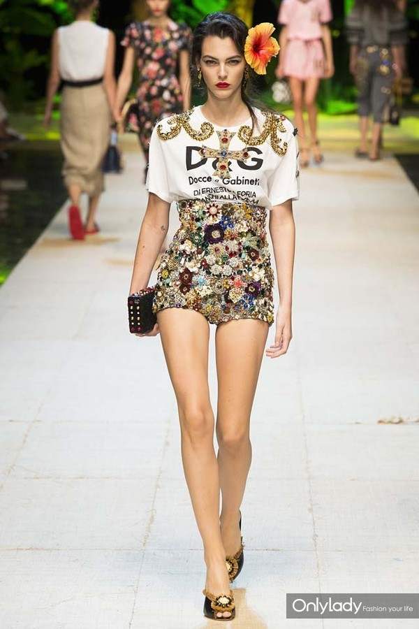 dolce-Gabbana-embellished-shorts-tee-clutch-runway-fashion-week-ss-2017