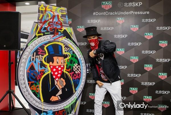 1. 泰格豪雅先锋艺术家Alec Monopoly在北京SKP举办涂鸦艺术展
