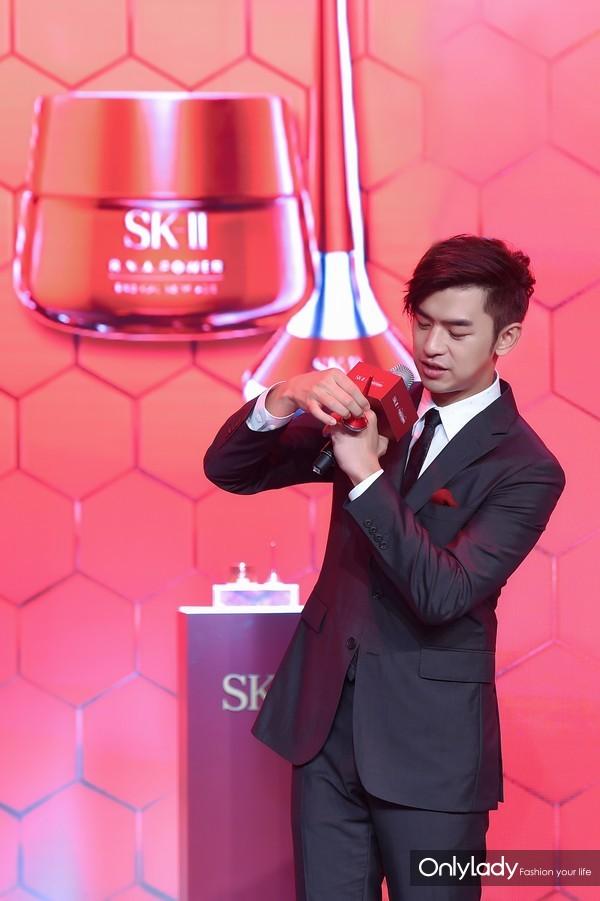 --- SK-II X 天猫超级品牌日新品发布会图片——SK-II品牌创意师陈柏霖现身发布会现场并分享产品使用感受