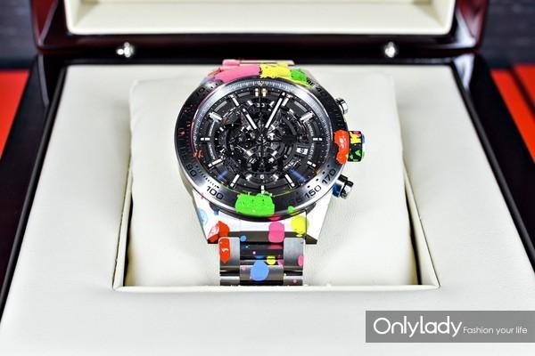 11. 经过Alec Monopoly涂鸦创作的泰格豪雅Carrera系列Heuer 01腕表