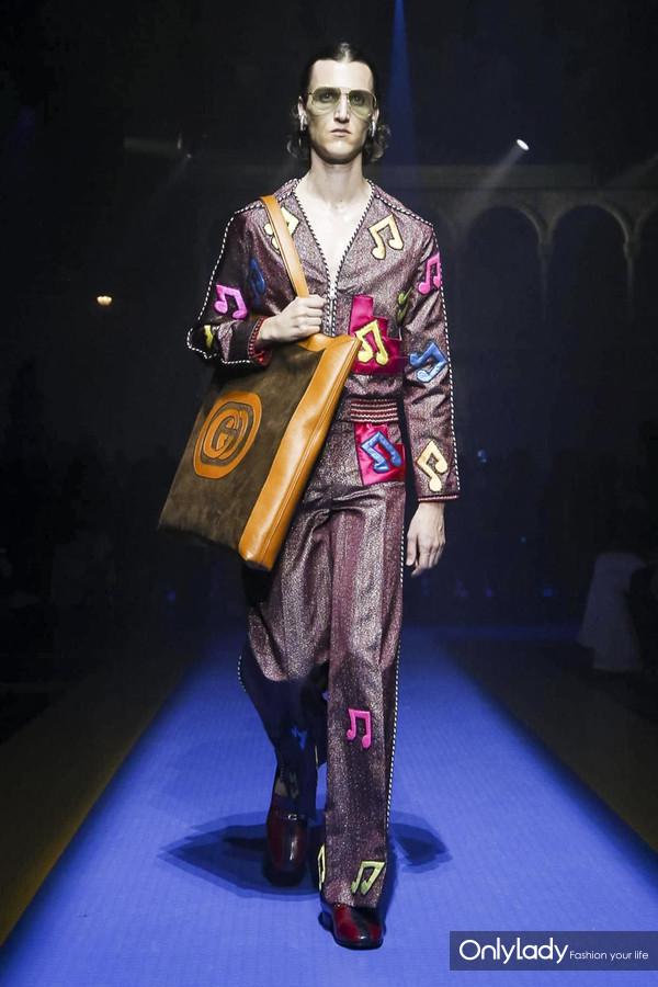 Gucci-RTW-SS18-Milan-2885-1505921650-bigthumb