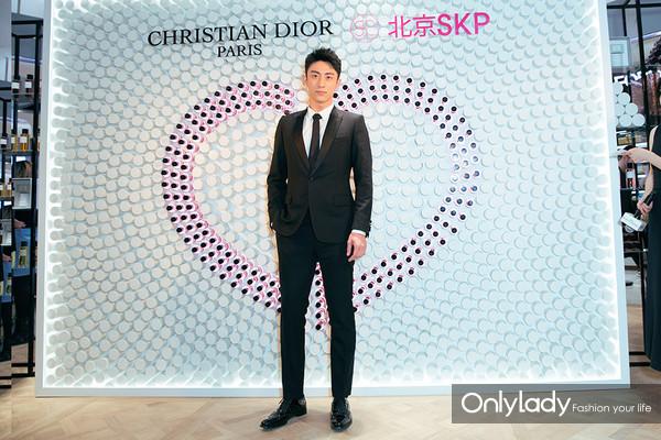 Dior迪奥香氛世家大使 著名演员黄景瑜