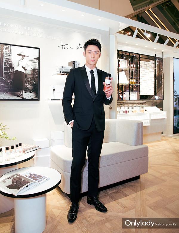 Dior迪奥香氛世家大使 著名演员黄景瑜体验新品