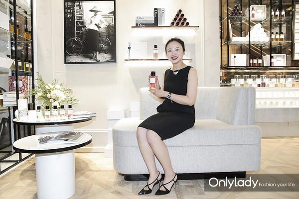 Dior迪奥香氛世家大使 知名葡萄酒行业专家佟莉莉体验新品