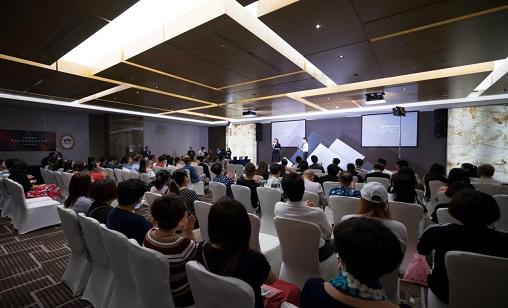 OMC首席裁判林晓妶老师光临2017亚太区美容展了解FARMAGAN