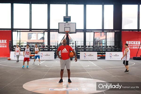 3:NBA传奇巨星昌西·比卢普斯受天梭表邀请执教篮球训练营