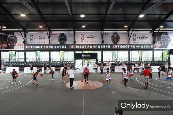 4:NBA传奇巨星昌西·比卢普斯受天梭表邀请执教篮球训练营