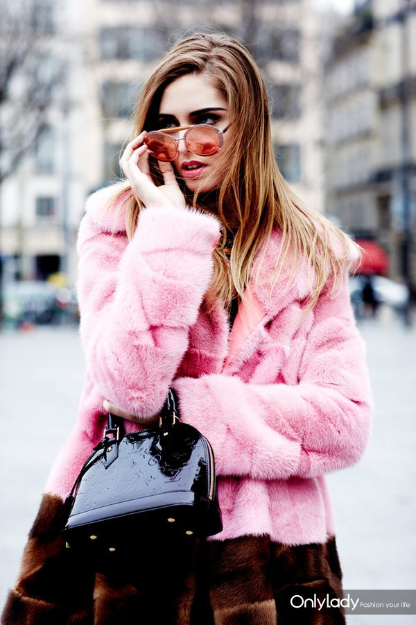 the-rubber-doll-famous-fashion-blogger-inspiration-fur-coats-street-style-img-12