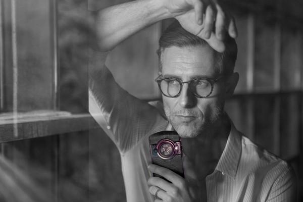 8848劳伦斯紫手机正式开启预售,全球限量99台