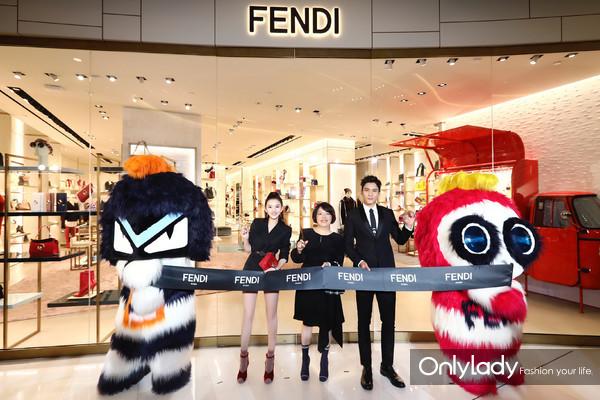 FENDI中国区总裁翁秉娴女士携新生代演员宋祖儿、韩东君与Fendirumi共同剪彩