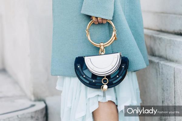 ss17-handbags-street-styles5