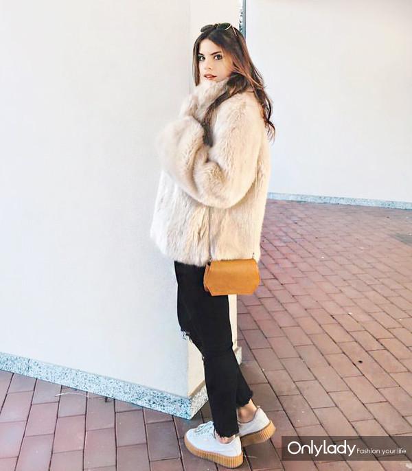 25324b8a1cec9bf7c663bdc2c15f1050--faux-fur-coats-style-outfits