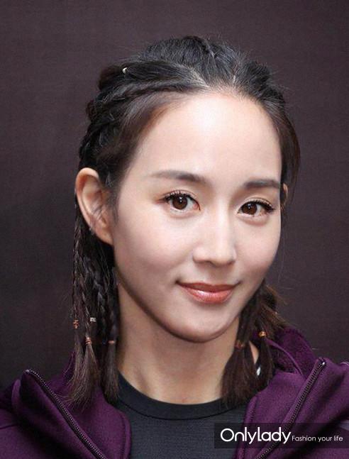 点击图片进入下篇文章>> 张钧甯的发型借鉴了黑人的脏辫款式,从头顶