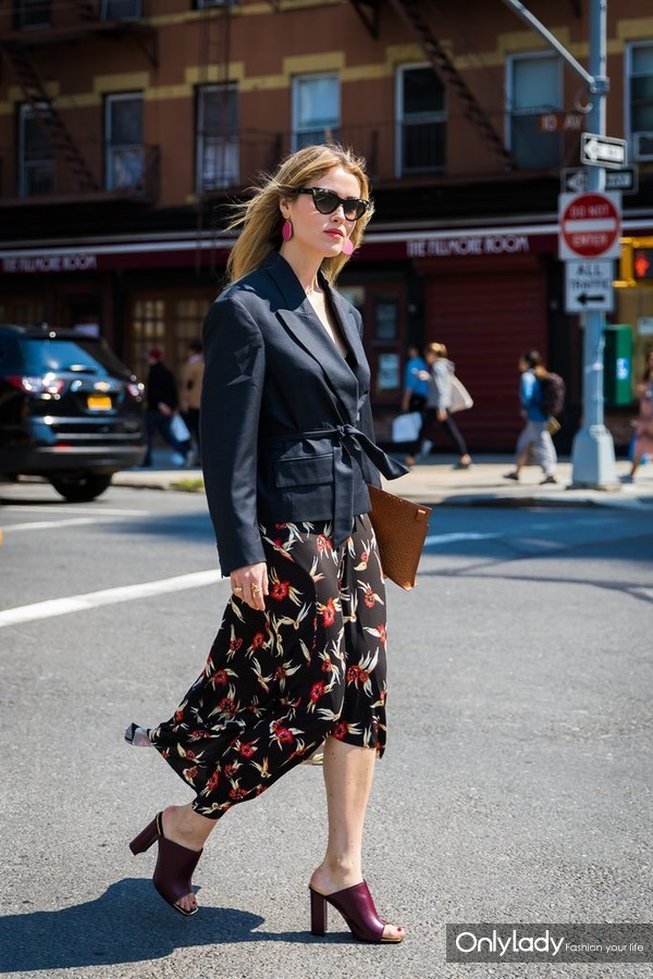 Pull-Styling-Trick-Work-When-You-Finish-Structured-Blazer-Mules