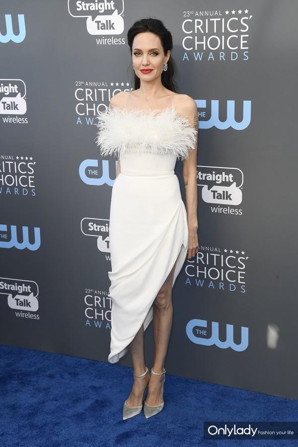 Angelina Jolie wears Stuart Weitzman 2 - 1.11.18 - HIRES