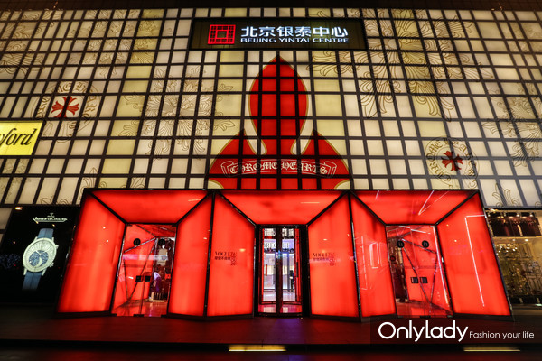 "2017 VOGUE Fashion's Night Out 以""摩登之城"" 为主题,在北京银泰中心in01开幕"
