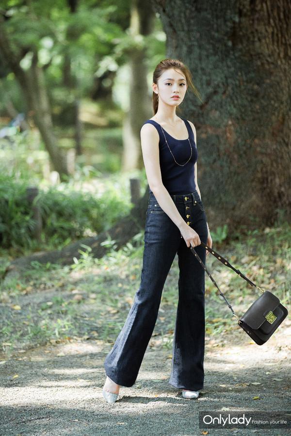 林允身穿MICHAEL Michael Kors系列女装与Sloan Editor手袋 - 副本