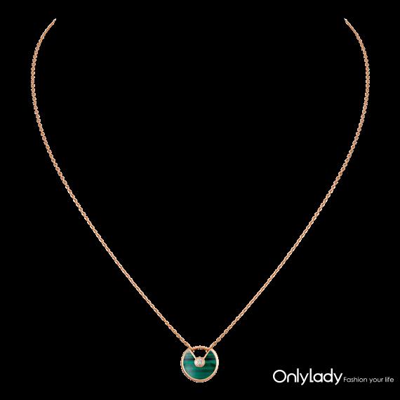 图10. Amulette de Cartier系列项链,18K玫瑰金,孔雀石,钻石