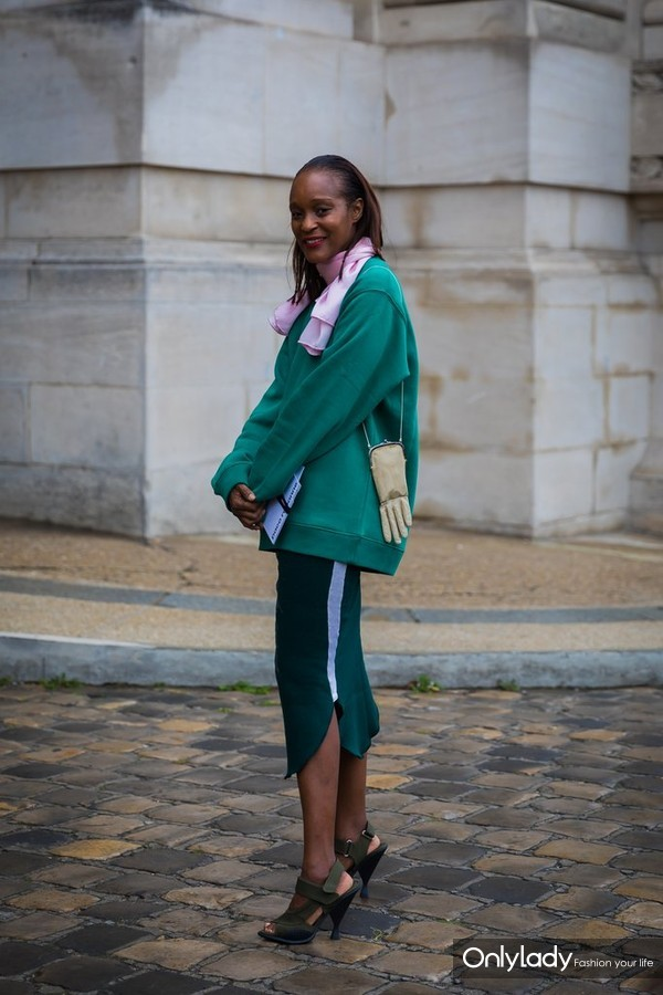 Bring-Your-Dark-Outfit-Light-Spring-Infused-Touch-Pastels