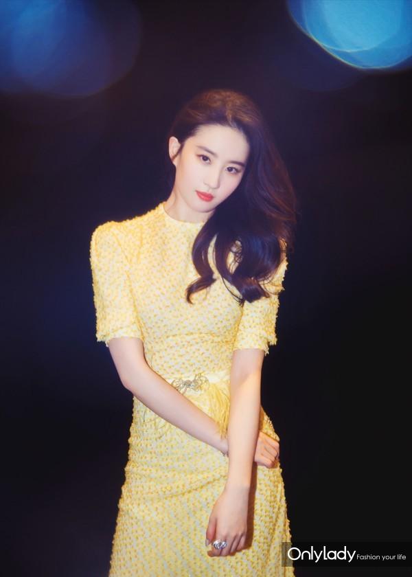 刘亦菲以CHAUMET珠宝点缀曳地长裙,温婉曼妙中不失清新灵动-3