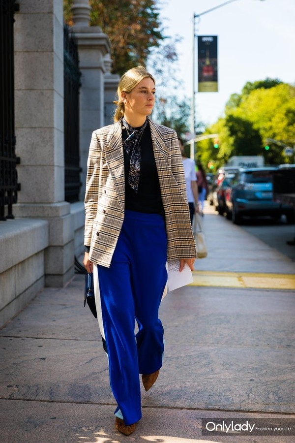 Use-One-Contrast-Prints-Unexpected-Addition-Track-Pants