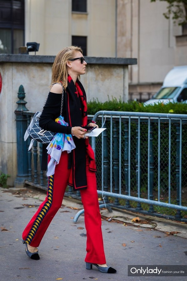 Wear-Two-Once-One-Around-Your-Neck-One-Tied-Your-Bag
