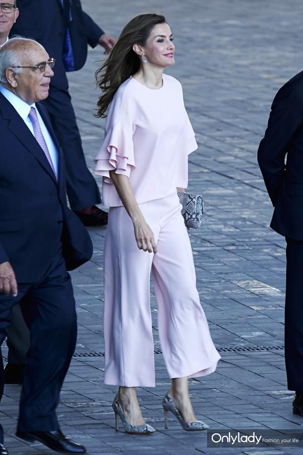 Queen-Letizia-Wore-Head--Toe-Blush-Zara-Outfit