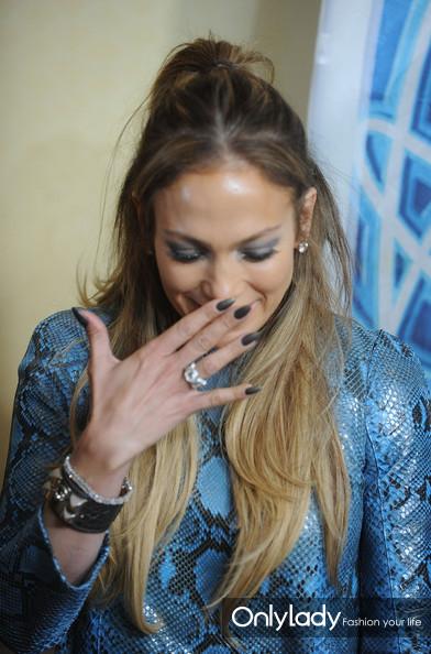 Jennifer+Lopez+Nails+Dark+Nail+Polish+cdudmLLj6PKl
