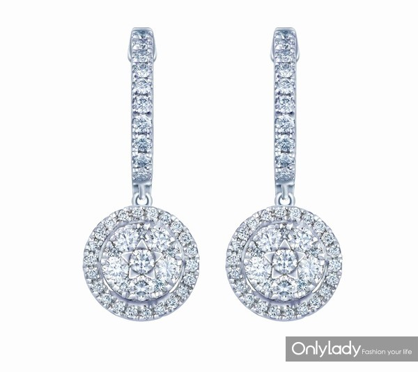 配图6-18K白色黄金配镶白色钻石耳坠左:参考价格RMB 22,990元