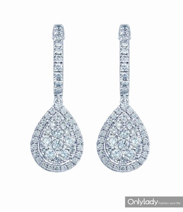 配图7-18K白色黄金配镶白色钻石耳坠左:参考价格RMB 24,990元