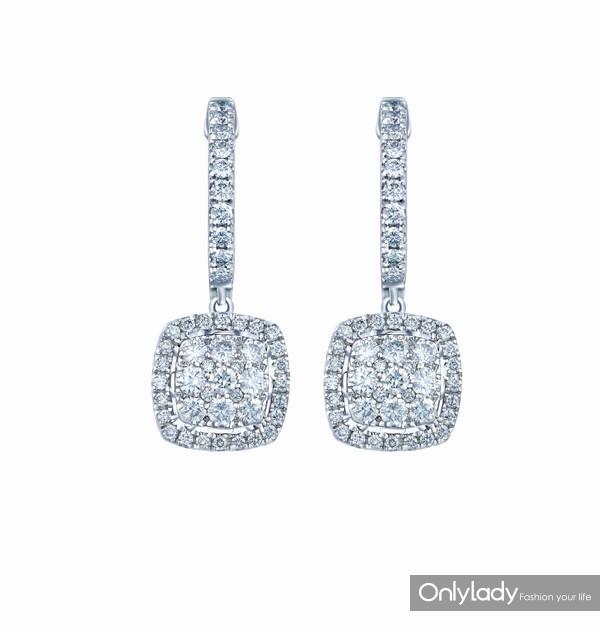配图8-18K白色黄金配镶白色钻石耳坠左:参考价格RMB 22,990元