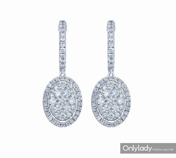 配图9-18K白色黄金配镶白色钻石耳坠左:参考价格RMB 29,990元