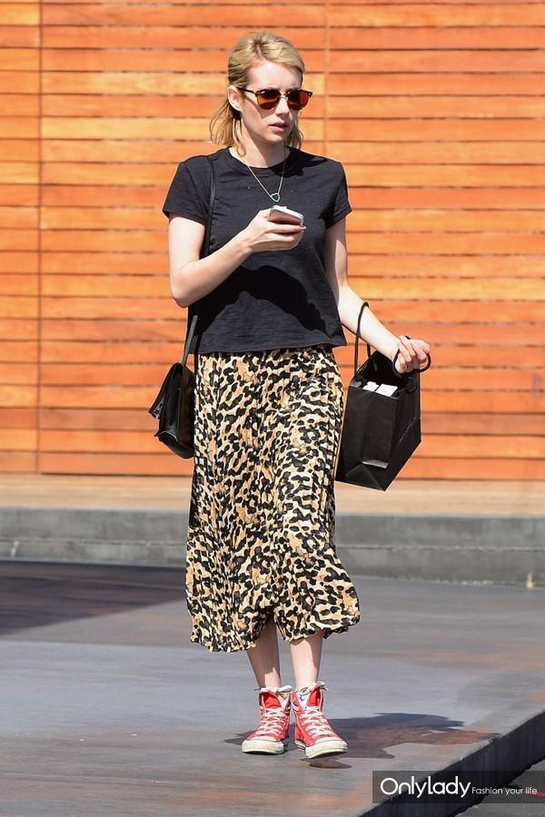Emma-Roberts-in-Leopard-Print-Skirt--02-662x993