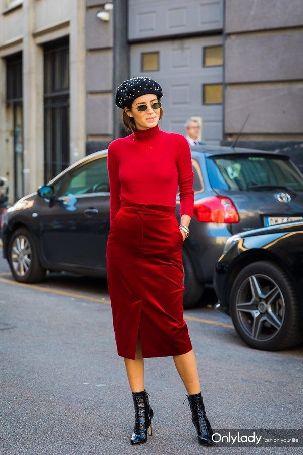 Accent-your-varying-shades-red-dark-accessories-top