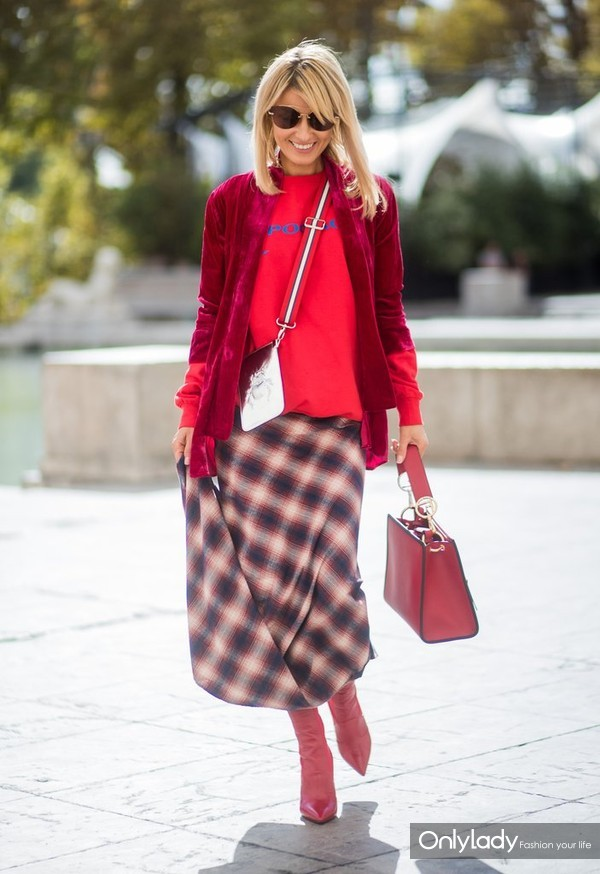 simple-plaid-incorporates-medley-different-shades-works