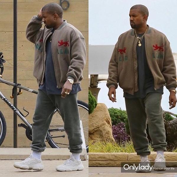 Kanye West穿YEEZY 500 DESERT RAT运动鞋