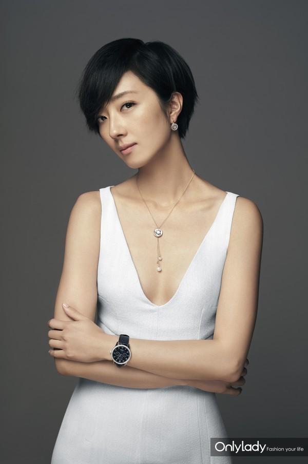 万宝龙品牌大使桂纶镁佩戴万宝龙宝曦系列万年历珠宝腕表