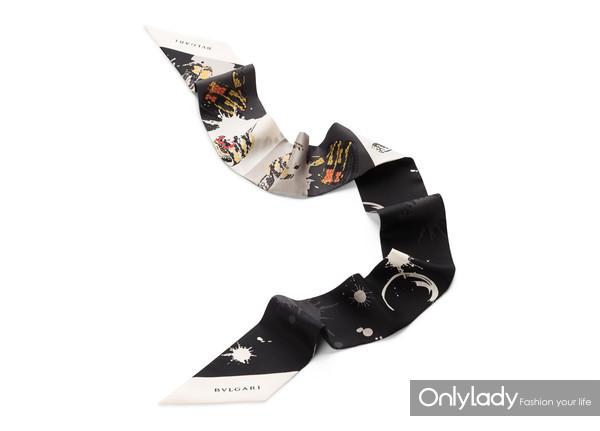 BVLGARI宝格丽Serpenti Drop Art系列黑色精致斜纹丝绸领巾