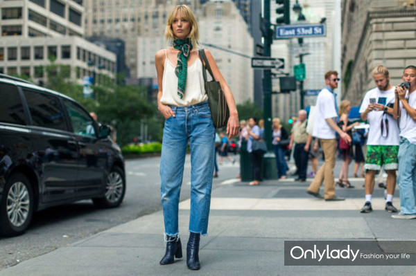high-waisted-mom-jeans-boots-crayed-denim-cropped-jeans-and-boots-scarf-around-neck-cami-nyfw-street-style-fall-fashion-hbz-640x426