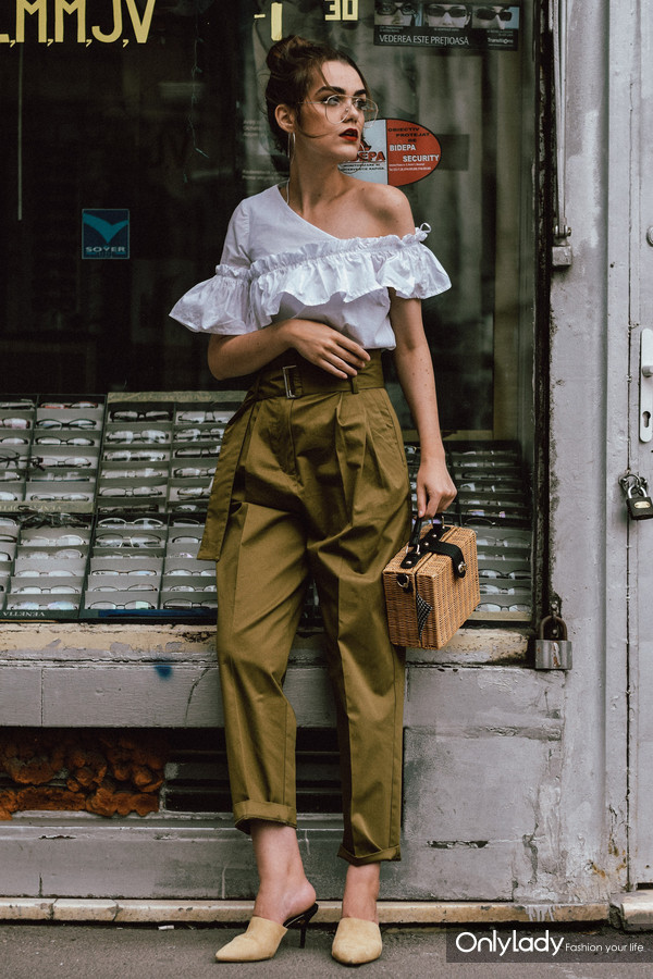 Mango-khaki-high-waisted-trousers-frilled-white-shoulder-top-beige-mules-bamboo-basket-bag-andreea-birsan-couturezilla-cute-summer-outfit-ideas-18