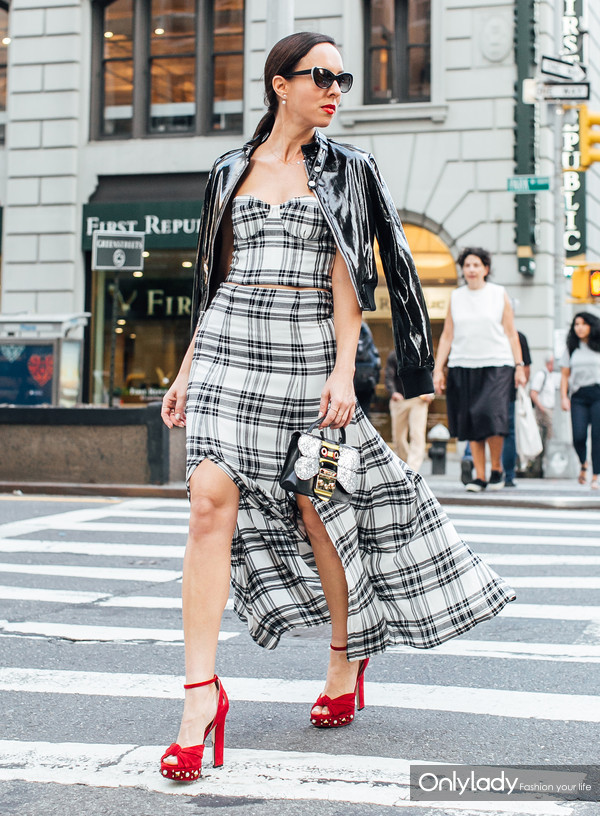 Sydne-Style-shows-fall-outfit-ideas-in-plaid-at-fashion-week